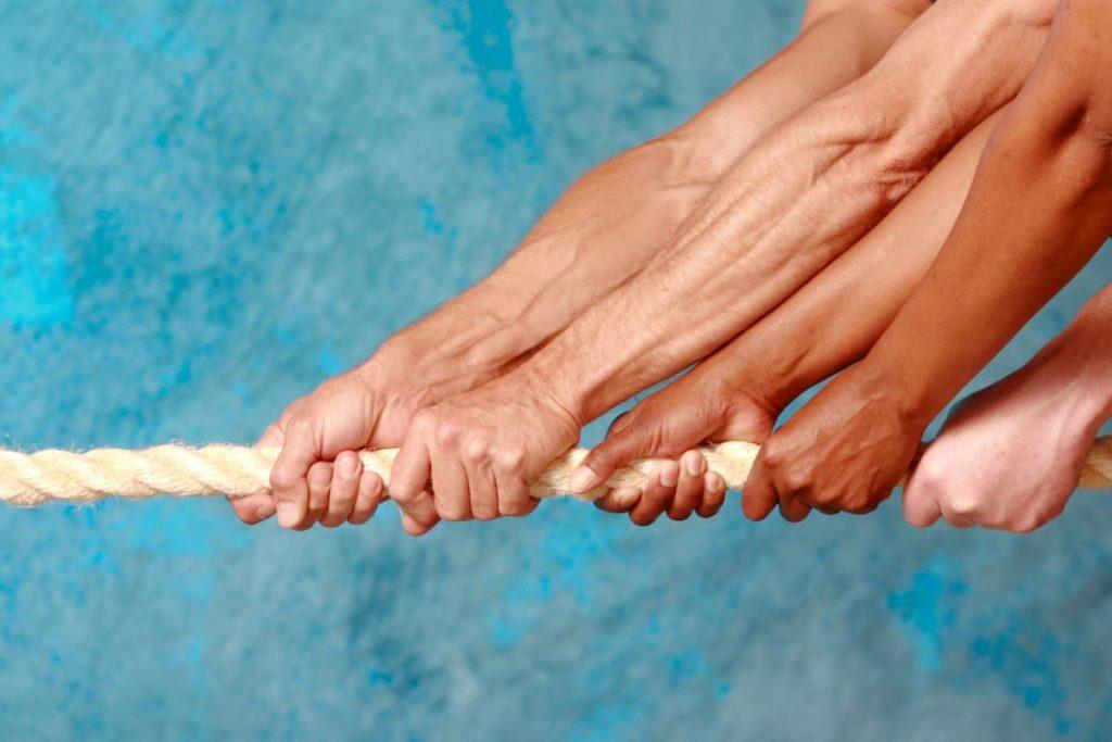 Tangan yang diserahkan untuk membantu